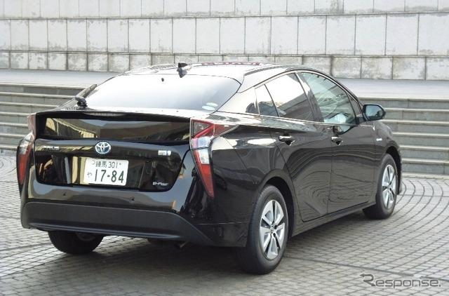 Toyota Prius A Touring Selection E-Four