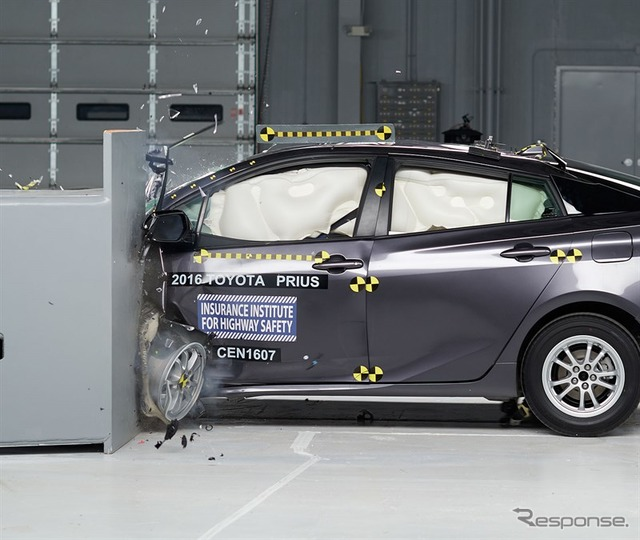 IIHS small overlap crash tests of the new Toyota Prius