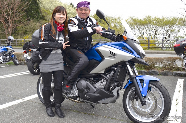 Chen Mrs. while touring Japan in bike During their visit to Japan from Taiwan in groups of 12