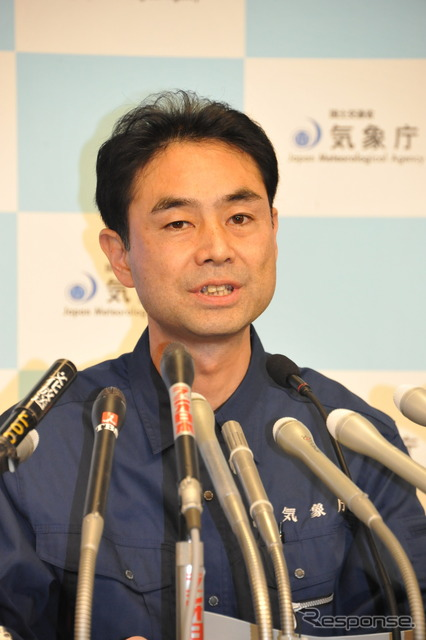 Japan Meteorological Agency warns of continued earthquakes. The picture is Gen Aoki, head of the agency's earthquake and volcano division.