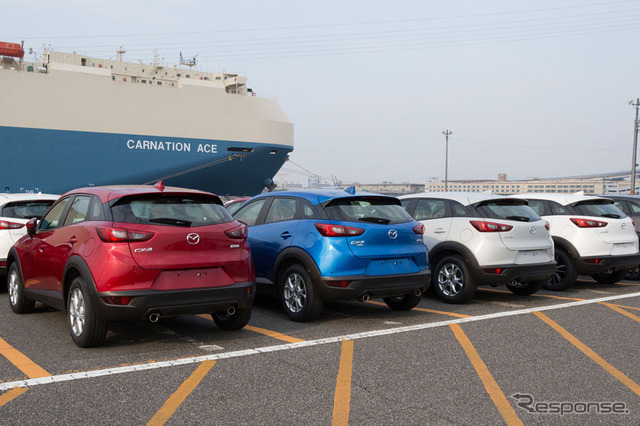 Scene of Mazda CX-3 being loaded for shipment (reference image)