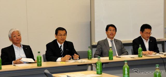 People's progressive party motorcycle Caucus (-10 Nagata-Cho) Advisor, Masayuki Naoshima, Ohata Akihiro Chairman, Takemasa Park one Secretary, Isozaki Satoshi Secretary (from left)