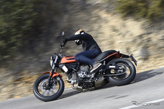 DUCATI Scrambler SIXTY2 enjoy sporty driving, usually two-wheeled ride on driver's license