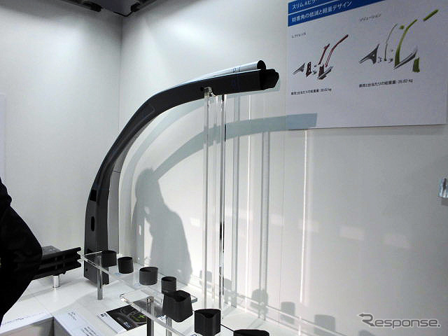 """ThyssenKrupp Japan (jsae technology exhibition next to 2016 Beach) exhibited a high-tensile material """"slim A-pillar"""" and press"""