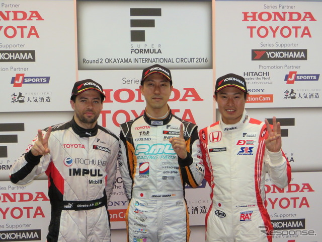 Ishiura (Central) this season's first pole, winning the second place Oliveira (left) and third tsukagoshi