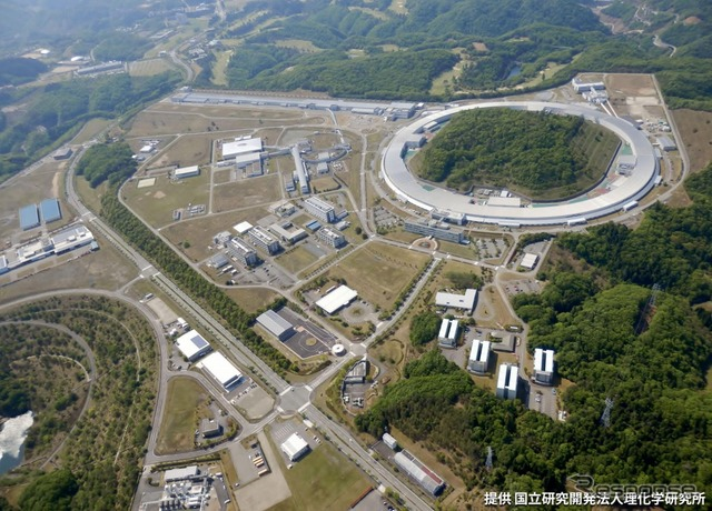 Large synchrotron radiation facility spring-8