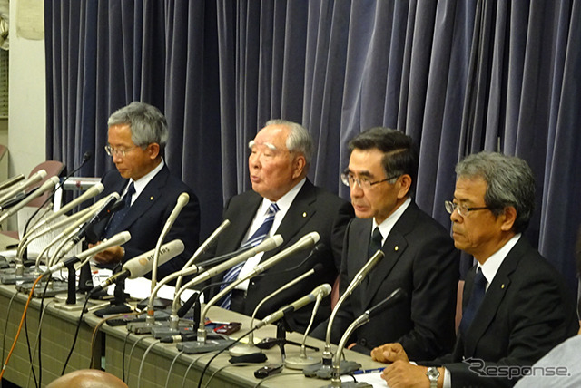 Suzuki's Chairman Osamu Suzuki and President Toshihiro Suzuki to hold a press conference regarding the automaker's improper fuel economy measurement (photo taken on May 31)