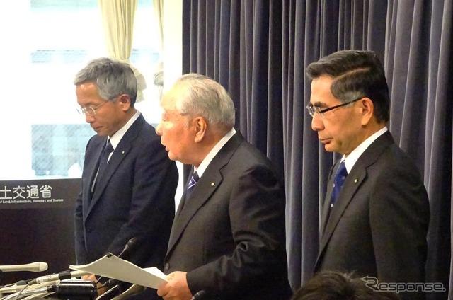 Suzuki decline in fuel fraud problem CEO Osamu Suzuki, Chairman (Center)