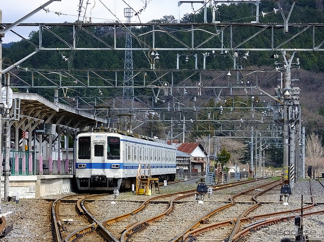 Stops the 850 series 3-Kasai station