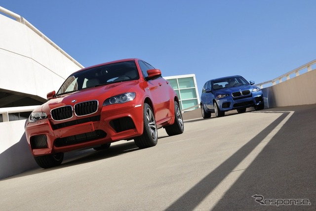 Predecessor of the blue BMW X5M and X6M (red) model.