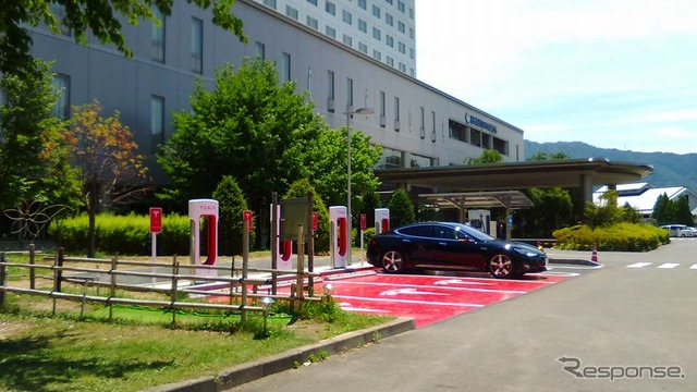 Teslasuprcher a station opened in Nagano