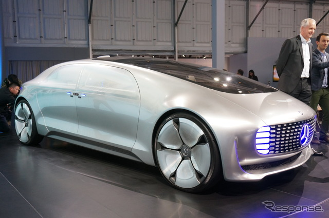 Mercedes-Benz F 015 (the reference image)