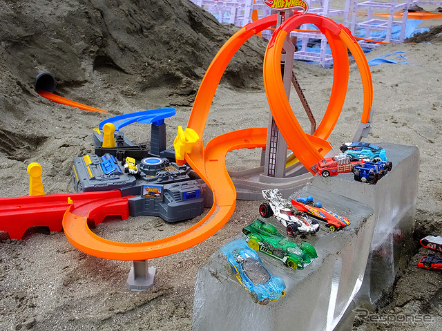 Hot wheels to run on the beach to rotate the blast off bunnies! (Hot Wi-Le speed up the summer, zushi Beach 8/11)