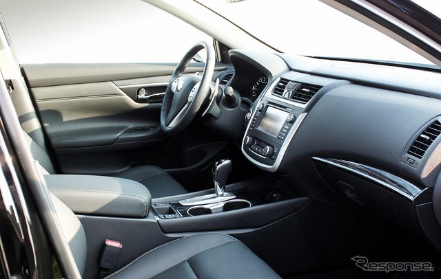Mitsuoka Galue left-hand steering wheel version