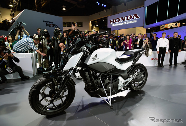 Honda Riding Assist (CES 2017) (c) Getty Images