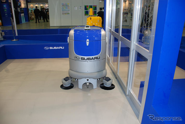 International robot exhibition 07... Quiet cleaning robot development in sound, Fuji heavy industries