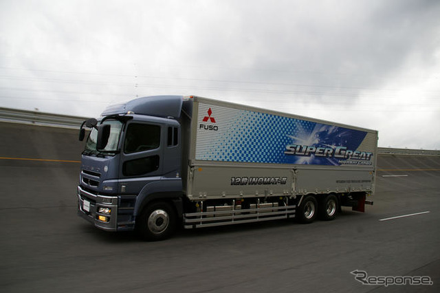 Mitsubishi Fuso truk truk bus meluncurkan baru 'super-great Highway kargo' terletak di Sungai Research Institute kitsuregawa Tochigi, Jepang Mitsubishi Fuso trek tes di sudut pandang tes