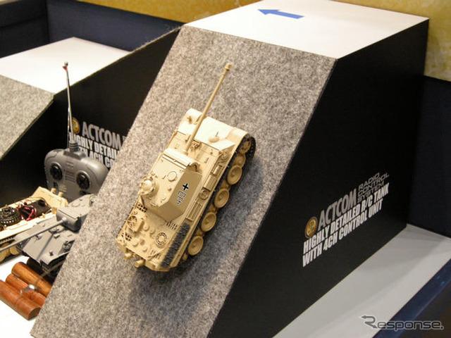 Ha hablado de un visitante poco en el juguete de Tokio es Show 2008 en Tokio exposición Big sight arrancó en el siglo XIX, pero julio Tamiya ser tanque modelo RC liberada (14490 yenes)