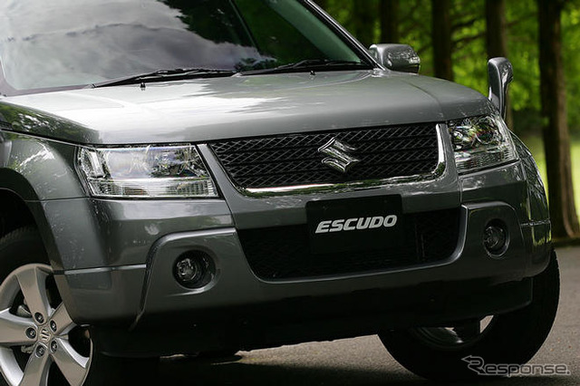 Looks like Suzuki released 26 June minor change to 'Escudo' exterior is seemingly minor before and no big difference, but compare and became stronger front mask extrusion is dissolved