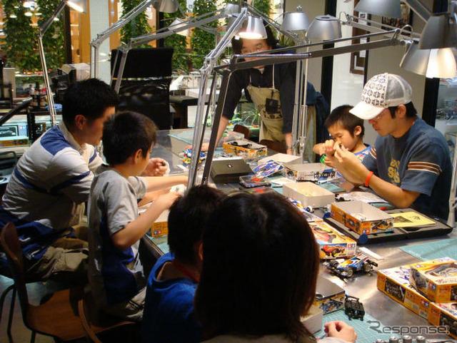 """Actos conmemorativos del 50 aniversario del nacimiento de Japón de plástico modelo como 6 de diciembre y el 7, celebró """"aula de plástico modelo primario"""" en el Tressa Yokohama en """"タミヤプラモデルファクトリー"""""""