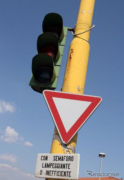 Article pictures: yellow flashing signal