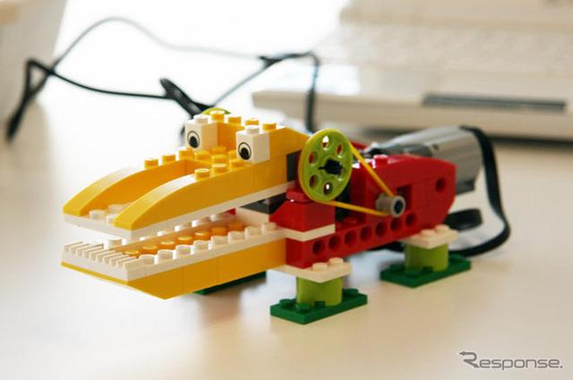 """ลิขสิทธิ์ ' เลโก้® Education WeDo TM """":LEGO โลโก้ของเลโก้ และ WEDO เป็นเครื่องหมายการค้าของ กลุ่มเลโก้ (C) 2009 เลโก"""