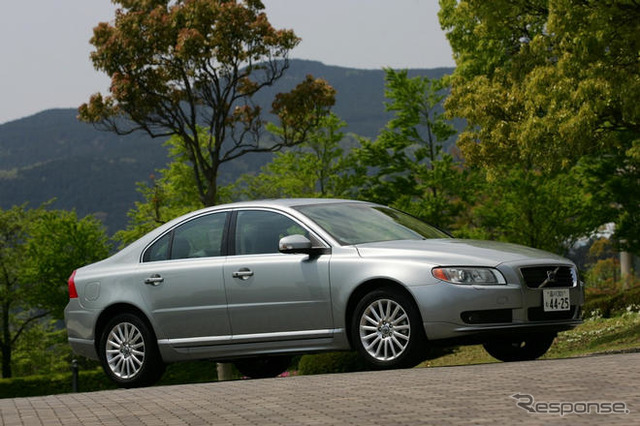 Set in the addition of the Volvo's S80' to imported cars of the first collision mitigation brake and the new setting 2.5 liter line 5-cylinder turbo engine limited cars with Photos are Volvo S80 2.5 T SE