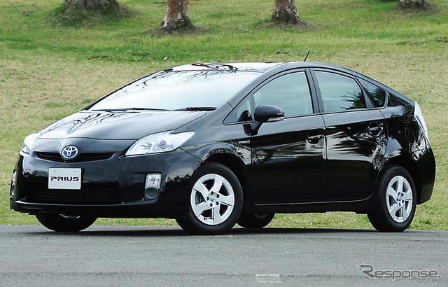 Porque este segundo vagón información r rápidamente es el Prius de Toyota, se convirtió en el primer coche de Premier HV como...