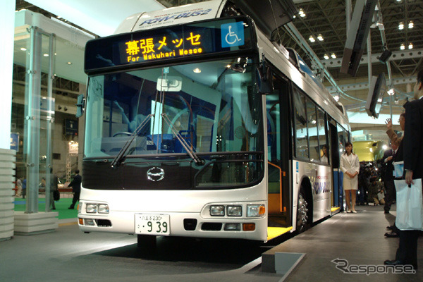 Toyota's fuel cell bus FCHV-BUS2 than the Tokyo show 2002, ( )
