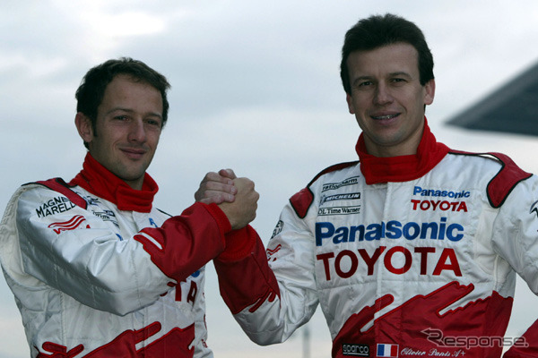 2003, The driver of the season, ダマッタ ( headed left ) and Panis