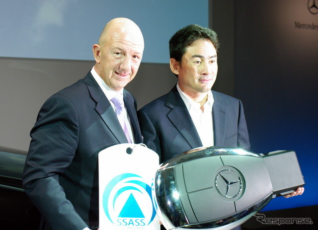 Ken Noguchi, who handed the key to ML 350 BLUETEC Special Edition vehicles