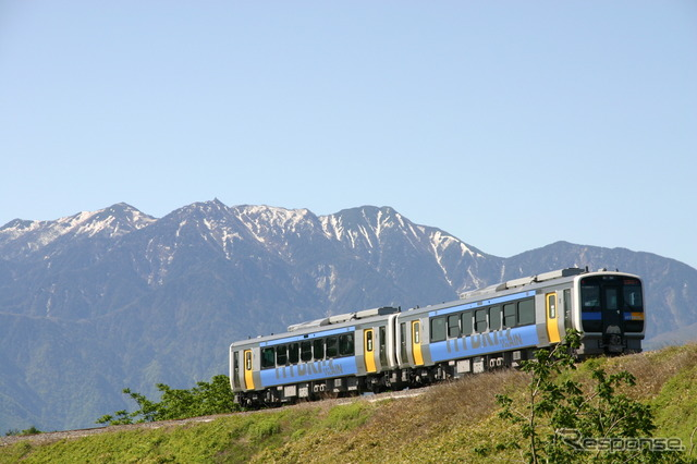 "Hybrid train koumi line recommendation award winning runs in ""KIHA 200 series"" (Japan provided by JR East)"