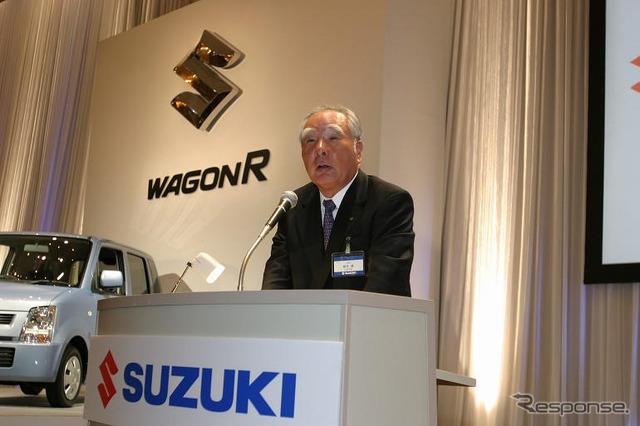 Chairman of Suzuki unveil new, wagon R Suzuki Osamu