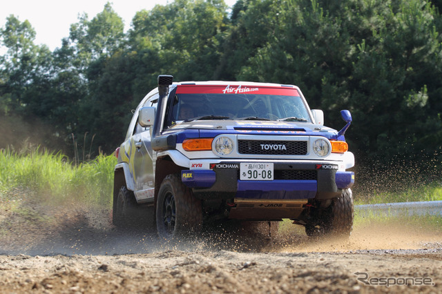 Aikawa sho player installed GEOLANDAR race vehicles, Toyota FJ Cruiser
