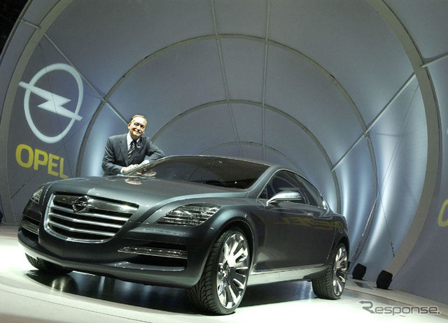 Smith introduced the insignia at the Frankfurt Motor Show 2003