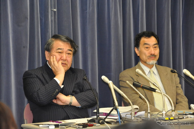 Expert Committee to meet Terashima real Kitaro Chair (left) and IEDA Jin Committee (right) and 9th & Ministry