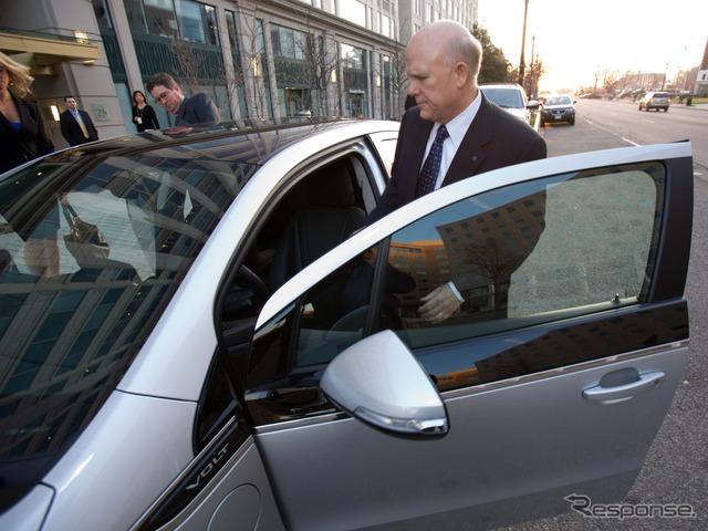 Dan-アカーソンของประธานกรรมการและประธานเจ้าหน้าที่บริหารเข้าร่วมประชุมเชฟโรเลตโวลต์ขับเองได้�