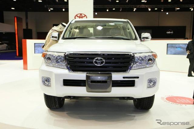 Toyota Land Cruiser 200 (Qatar motor show 12)