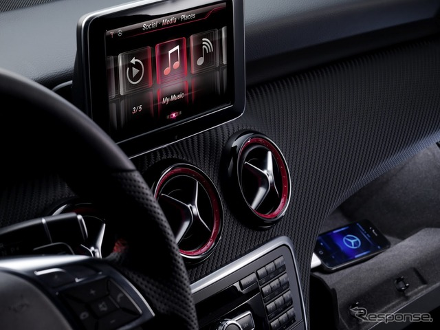 the Interior of the new Mercedes-Benz A-class made possible the full cooperation with the iPhone