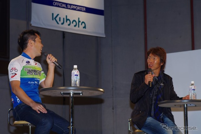 Mr. Daisuke imanaka (right) and at the mouth of Mr. Manabu