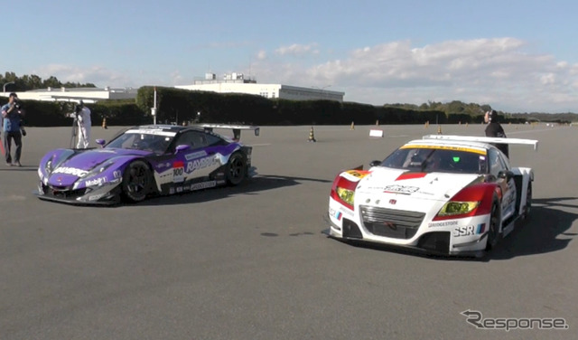 MUGEN CR-z GT with HSV-010 GT (left)