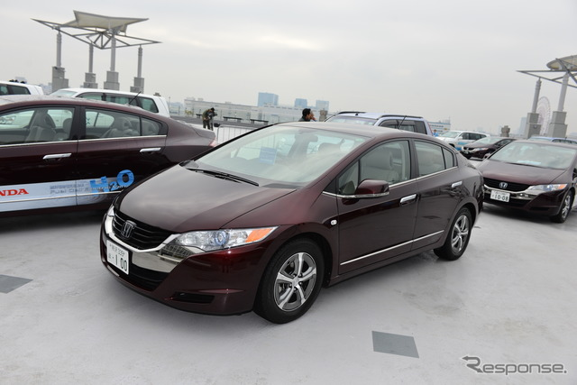 Honda FCX Clarity (Smart Energy Week 2013)