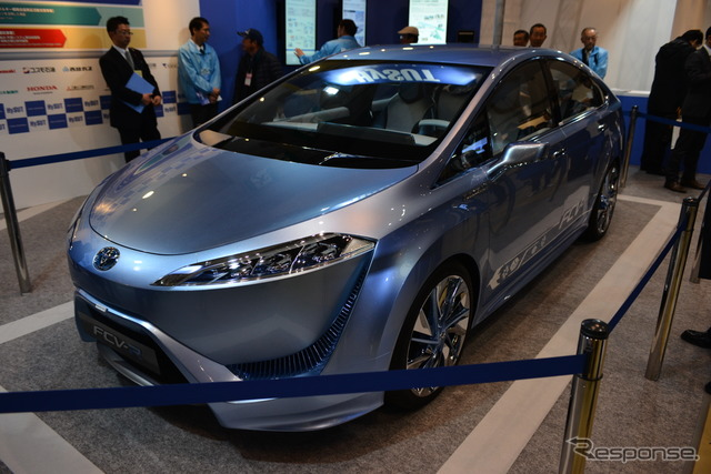 Toyota FCV-R (Smart Energy Week 2013)