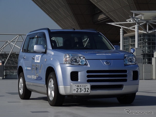 One taxi company's Nissan FCV, all Nippon Airways (ANA) used by shuttle pilot