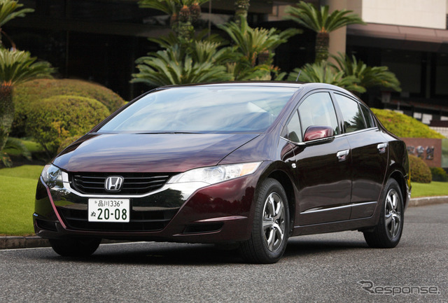 Honda fuel cell vehicle FCX clarity the reference image