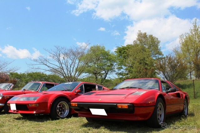 Alpine A310V6 (left) and a Ferrari 308 GTS