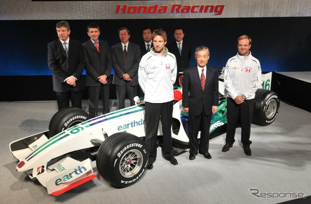 3 Final war years and 2008 Honda F1 system presentation Front row left Jenson Photo: Honda