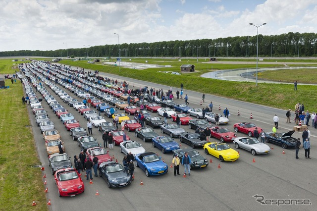 Certified Mazda Roadster/683 cars parade set a new Guinness world record