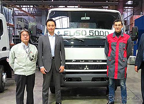 Pejabat merayakan produksi Canter 5.000 unit