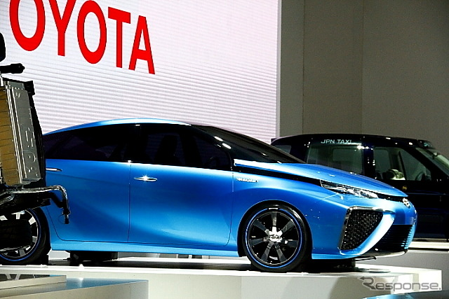 Side view reveals the tricky design of the next generation fuel-cell powered car, the Toyota FCV Concept